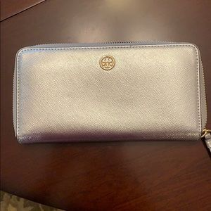 Tory Burch Metallic Robinson Continental wallet